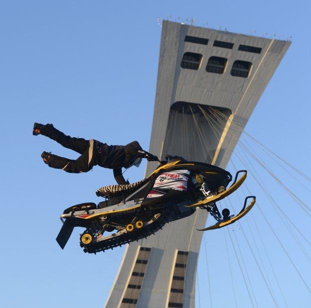 Démonstration de sport extrême sur l'esplanade du stade olympique, à Montréal. | 21 février 2013