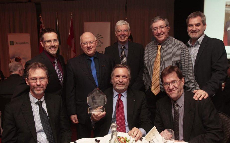 L'équipe du quotidien LeDroit lors du gala présenté au Centre national des arts. | 21 février 2013