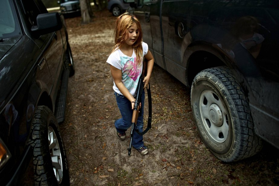 Briana, neuf ans, et son AK-47 | 22 février 2013