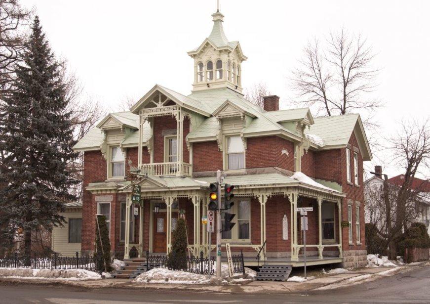 La maison à vendre, surmontée d'un lanternon, est classée bien... | 2013-02-22 00:00:00.000