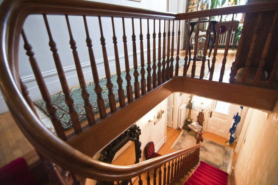 La rampe avait été recouverte de peinture. Elle fait partie des nombreux éléments auxquels M. Beauregard a redonné une apparence d'authenticité. | 22 février 2013