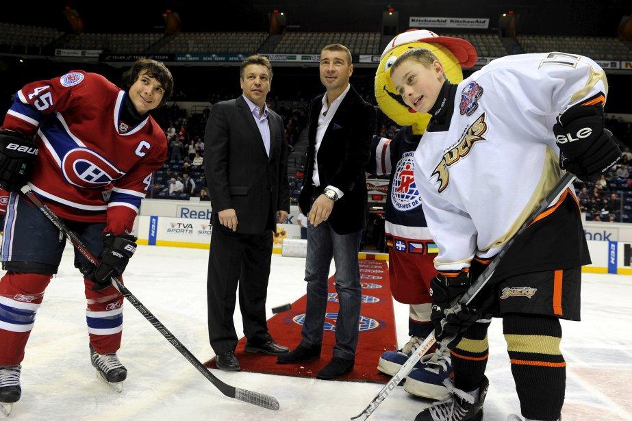 Lucian Bute a procédé, le 21 février, à la mise au jeu protocolaire au Tournoi pee-wee. Mathieu Desgagnés du Canadien de Montréal et Colton Huard des Ducks d'Anaheim ont eu l'honneur d'y prendre part. | 22 février 2013