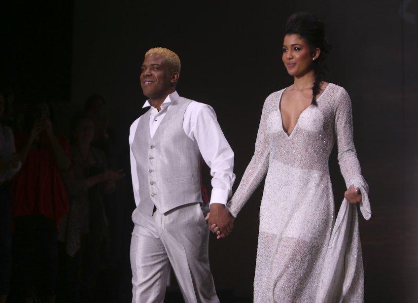 Le designer Ralph Leroy, accompagné de la top Sarodj Bertin, première miss d'Haïti. (PHOTO MARTIN CHAMBERLAND, LA PRESSE)