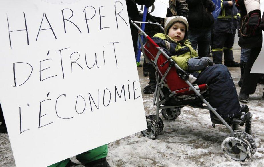 Une centaine de travailleurs ont manifesté dans les rues d'Ottawa... | 2013-02-23 00:00:00.000