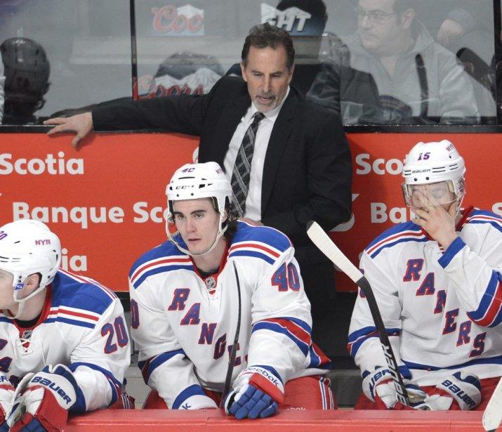 L'entraîneur des Rangers, John Tortorella, ne semble pas satisfait de l'effort fourni par ses joueurs. (PHOTO BERNARD BRAULT, LA PRESSE)