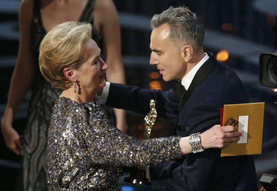Daniel Day-Lewis reçoit l'Oscar du meilleur acteur pour son rôle dans «Lincoln, des maisn de l'actrice Meryl Streep.» | 24 février 2013