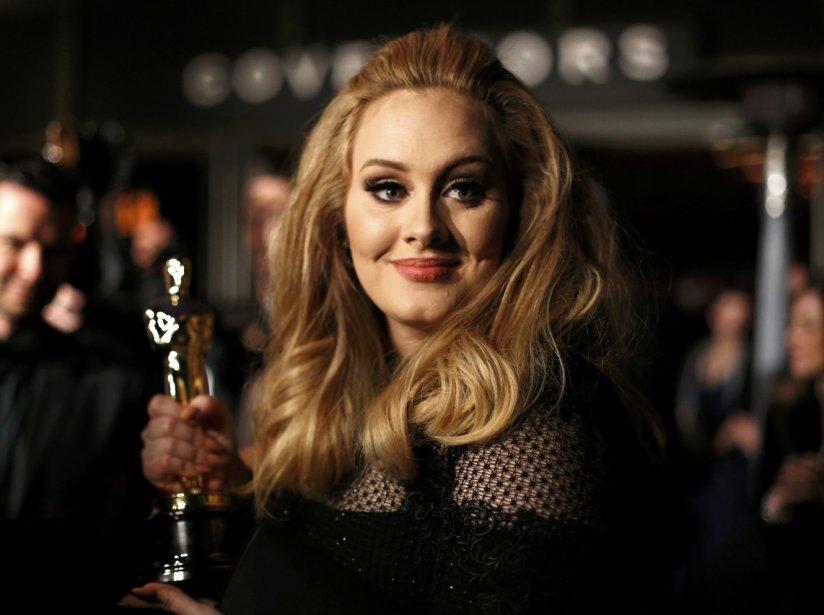 La chanteuse Adele, gagnante de l'Oscar de la meilleure chanson originale pour «Skyfall», au bal des Gouverneurs de la 85e soirée des Academy Awards à Hollywood. | 25 février 2013