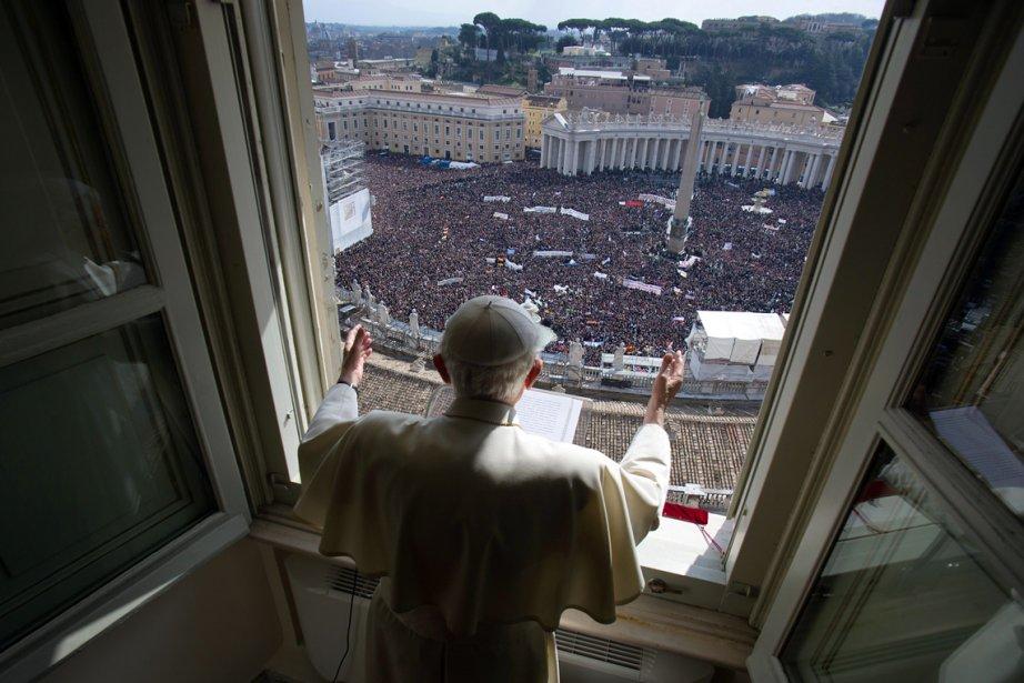 Le pape Benoît XVI dit son dernier angélus avant sa renonciation définitive au pontificat, qui prendra effet le 28 février. | 25 février 2013