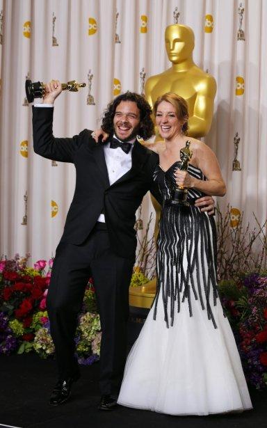 Sean Fine et Andrea Nix Fine, récipiendaires de l'Oscar du meilleur court métrage documentaire pour leur film Inocente. | 25 février 2013