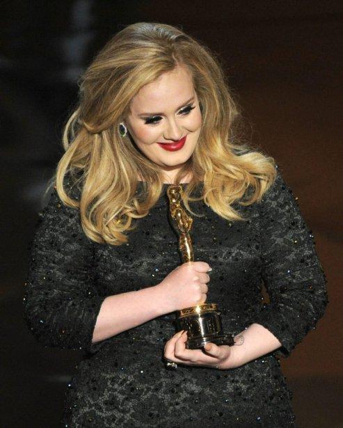 La chanteuse Adele a reçu l'Oscar pour la chanson Skyfall du film du même nom. | 25 février 2013