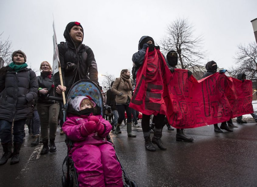 Une manifestation a eu lieu à Montréal en marge du... | 2013-02-25 00:00:00.000