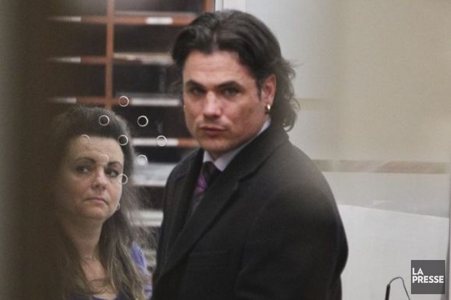 brazeau chat Justin trudeau is the leader of the liberal party in canada who is expected to take office as prime minister in trudeau defeated conservative senator patrick brazeau in a charity boxing match (shown below) in april 2013, trudeau was elected as the leader of the liberal party in canada on october 19th, 2015, trudeau was elected as the.