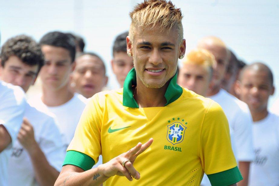 Neymar est sous contrat avec Santos jusqu'en 2014.... (PHOTO VANDERLEI ALMEIDA, AFP)