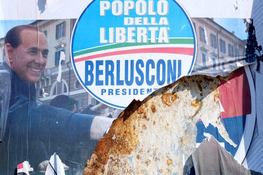 Une affiche électorale du parti de Berlusconi, le... (PHOTO MAX ROSSI, REUTERS)