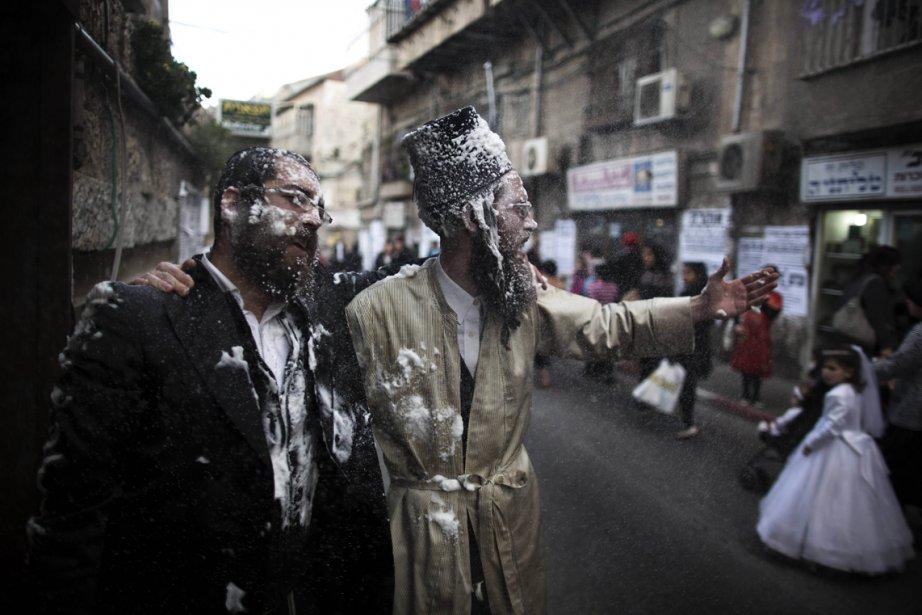 Des juifs ultra-orthodoxes prennent part aux festivités du Pourim dans... | 2013-02-26 00:00:00.000