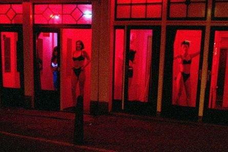Amsterdam estime compter environ 8000 travailleuses du sexe,... (Photo: AP)