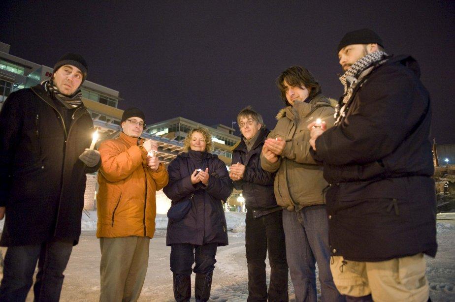 Dans le jardin Saint-Roch à Québec, des indignés se sont... | 2013-02-28 00:00:00.000