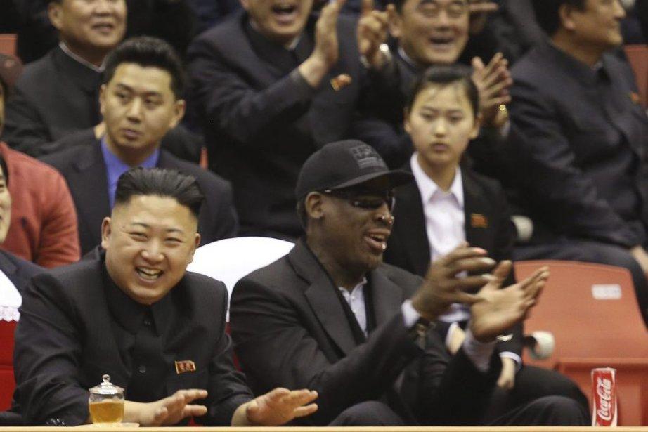 Kim Jong-un et Dennis Rodman ont assisté ensemble... (Photo Jason Mojica, AP)