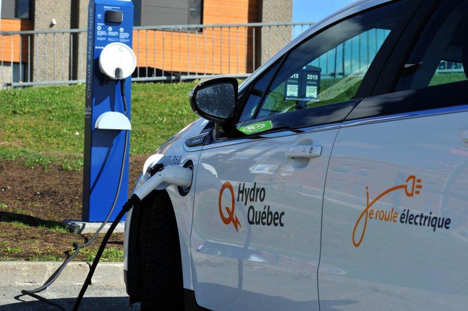 Les bornes de branchement électrique pour automobiles sont... (Photo Claude Poulin, archives La Voix de l'Est)