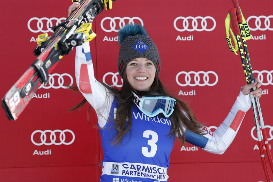 Tina Weirather célèbre sa victoire au super-G sur... (Photo Marco Trovati, AP)