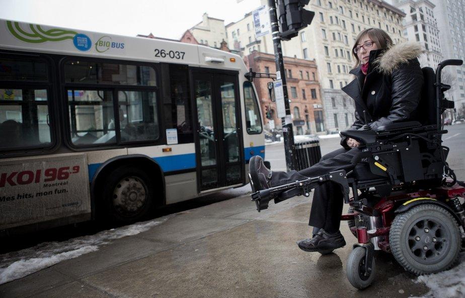 Si les arrêts d'autobus ne sont pas déneigés... (Photo Marco Campanozzi, La Presse)