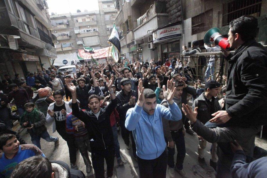 Une manifestation dans les rues d'Alep, vendredi.... (Photo Hamid Khatib, Reuters)