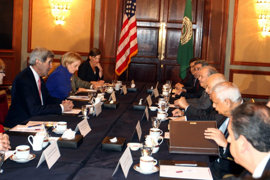 John Kerry, à gauche, effectue présentement son premier... (Photo : Khaled Elfiqi, EPA)