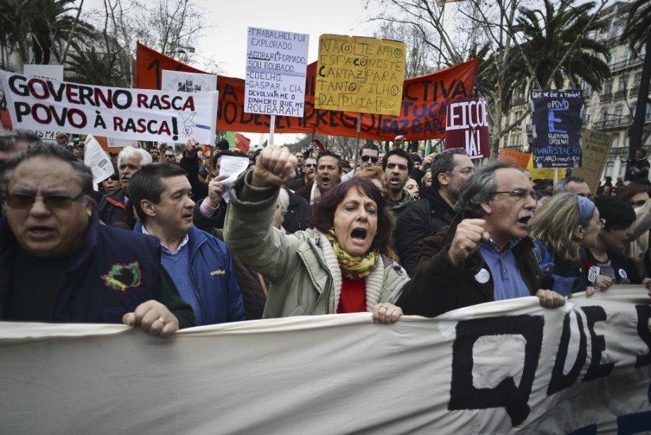 Des dizaines de milliers de manifestants se sont... (PHOTO PATRICIA DE MELO MOREIRA, AFP)