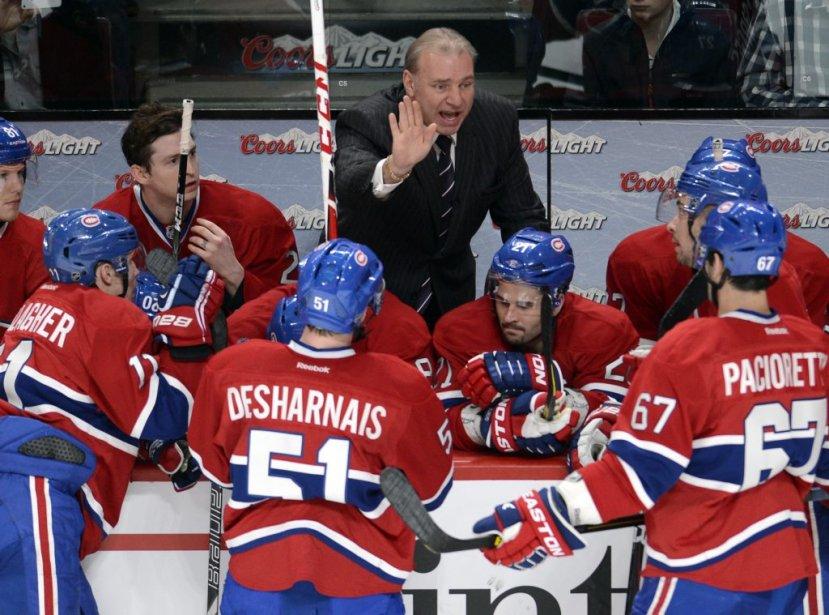 L'entraîneur Michel Therrien prodigue des conseils à ses joueurs. | 2 mars 2013