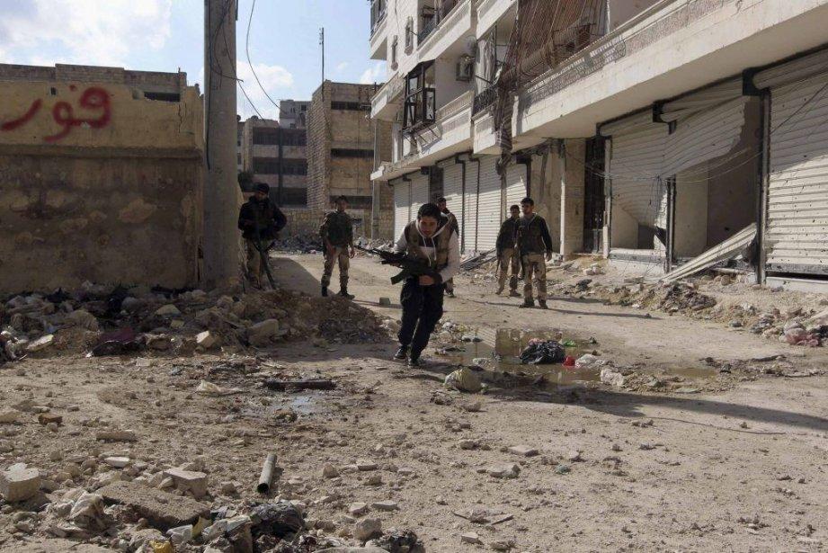 Les combats font rage à Alep.... (Photo Reuters)