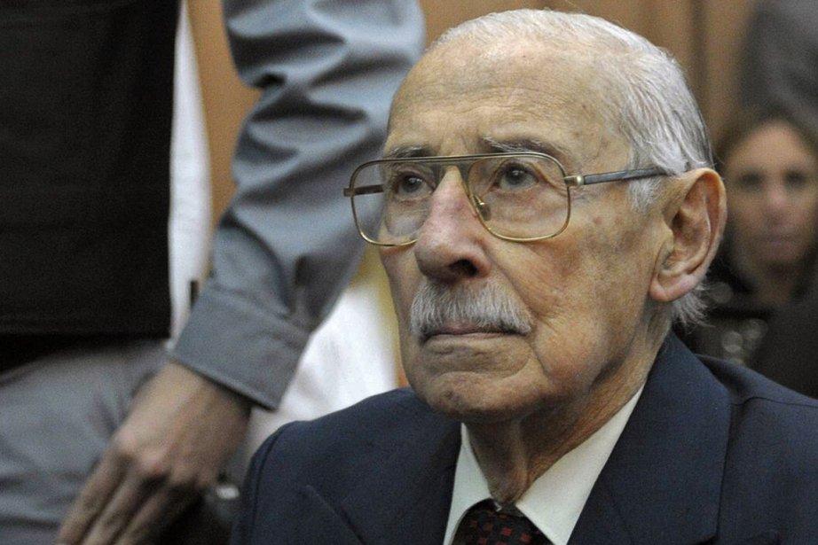 L'ex-dictateur argentin Jorge Videla est poursuivi avec 30... (Photo archives AFP)