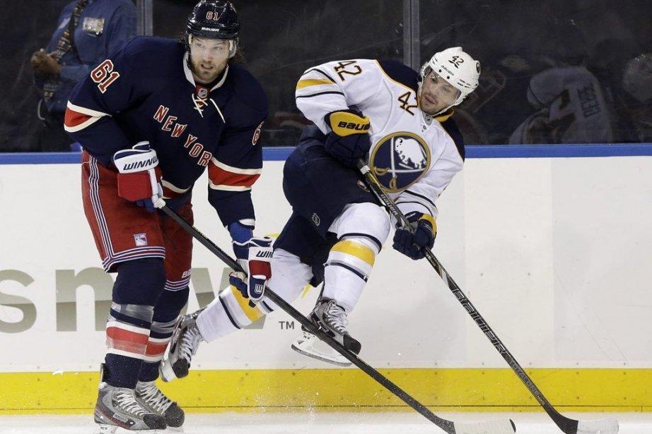 Rick Nash des Rangers de New Yorket Nathan... (Photo Seth Wenig, AP)