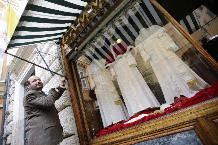 «Pour ce conclave, nous avons préparé trois habits...