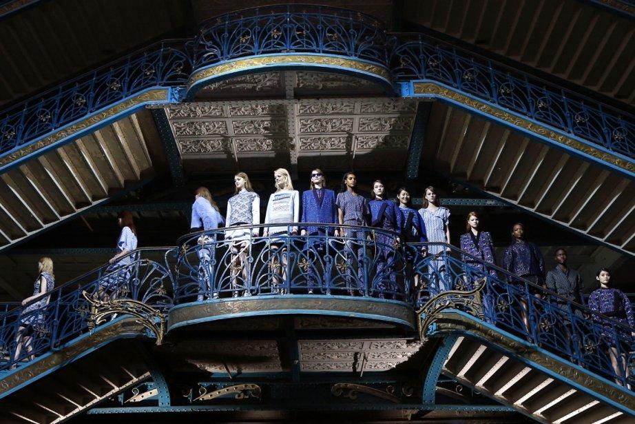 Des mannequins présentent les créations prêt-à-porter Kenzo pour l'automne/hiver 2013-2014 à Paris. | 4 mars 2013