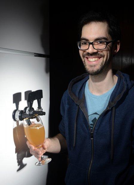 Olivier Bergeron a modifié son réfrigérateur afin que celui-ci puisse servir de la bière en fût. ()