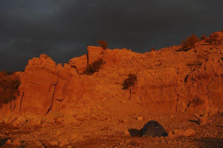 Les derniers rayons du soleil couchant illuminent le... (Photo: Marie Tison, La Presse)