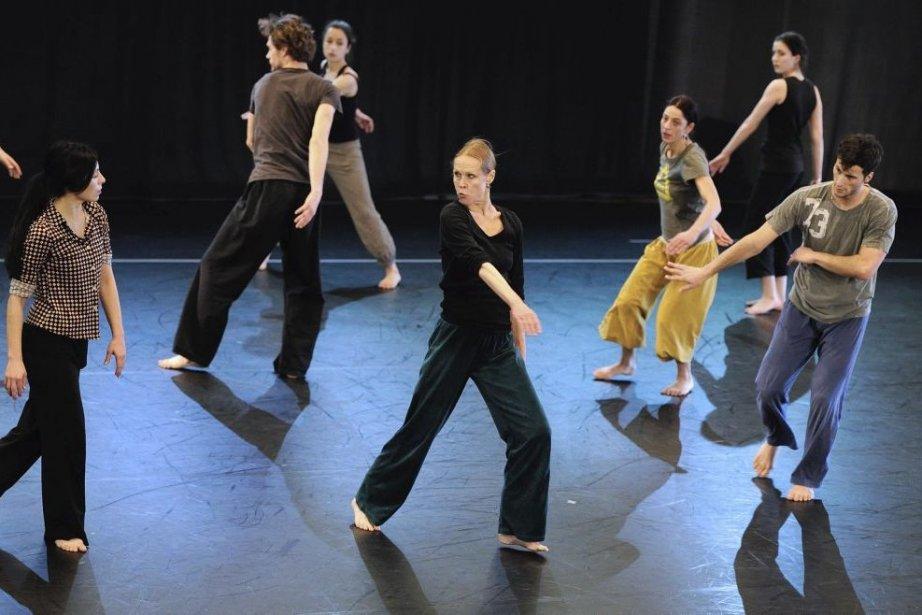 Carolyn Carlson (au centre) enseigne la danse contemporaine.... (Photo: AFP)