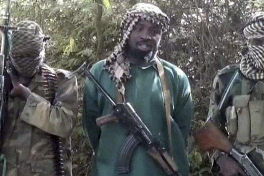 Dans la vidéo, Abubakar Shekau (au centre), lechef... (PHOTO AFP)