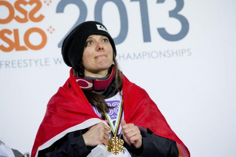 Virginie Faivre est montée sur le podium avec... (PHOTO REUTERS)