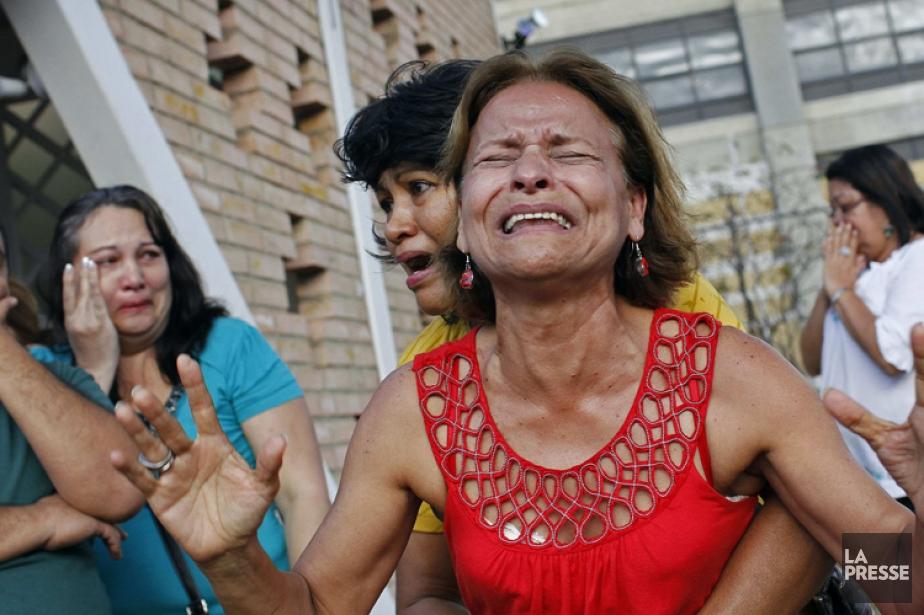 Des supporters de Hugo Chavez étaient endeuillés mardi... (Photo: AFP)