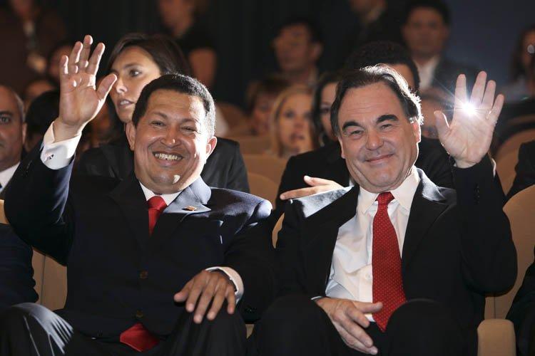 Hugo Chavez et Oliver Stone lors de la... (Photo: Reuters)