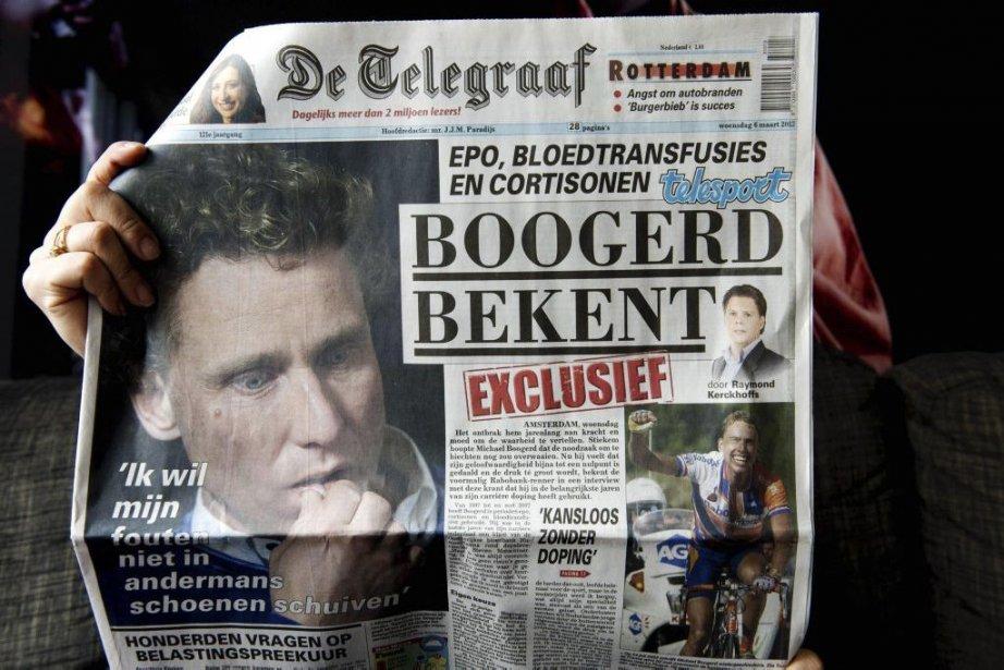 Un journal présente les confessions deMichael Boogerd.... (Photo Agence France-Presse)