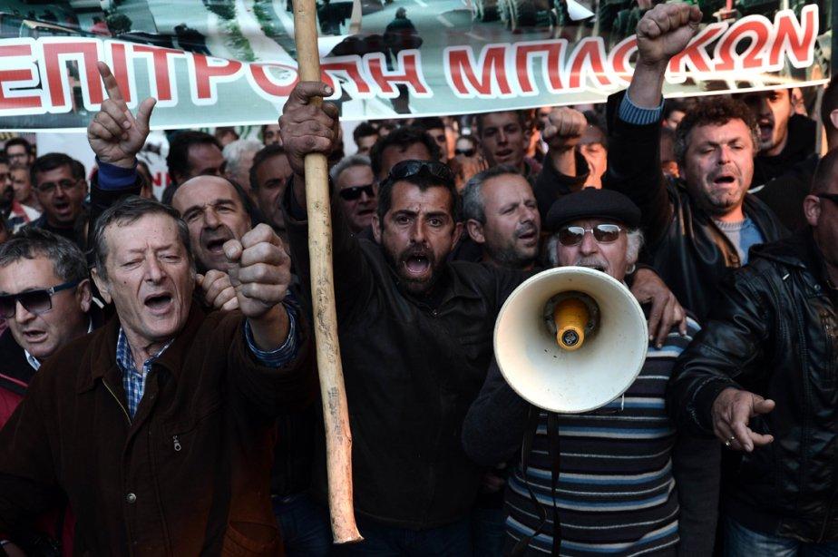 Des agriculteurs grecs crient des slogans lors d'une manifestation à Athènes, demandant une réduction des taxes. | 6 mars 2013