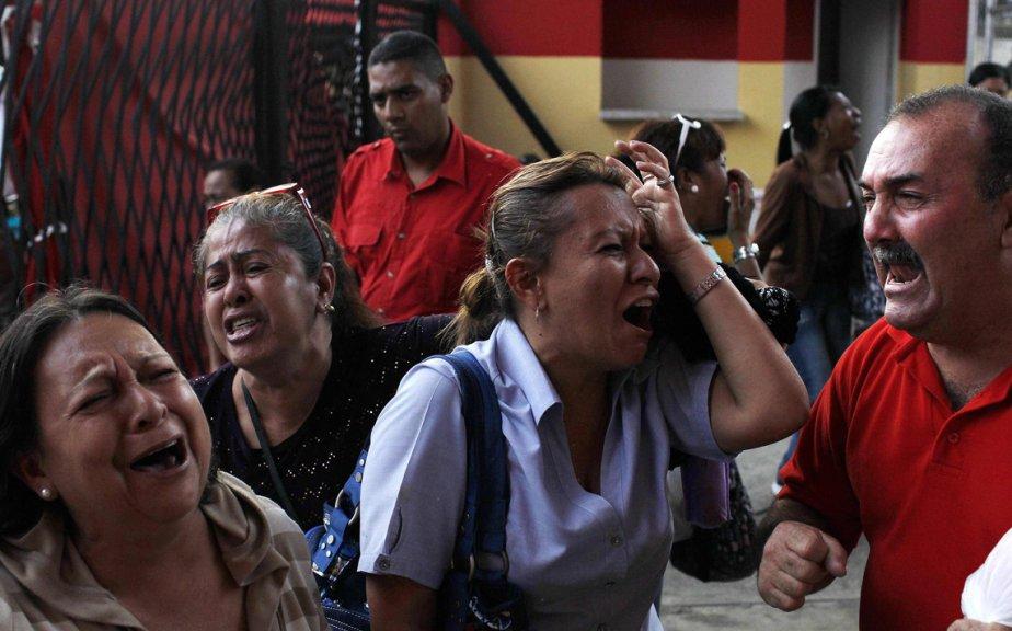 Des partisans de Chavez pleurent la mort du président vénézuélien à Caracas. | 6 mars 2013