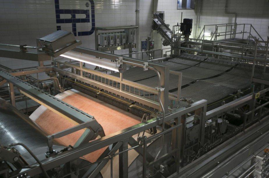 Les commandes de matériel et d'autres produits industrialisés reflétant les...