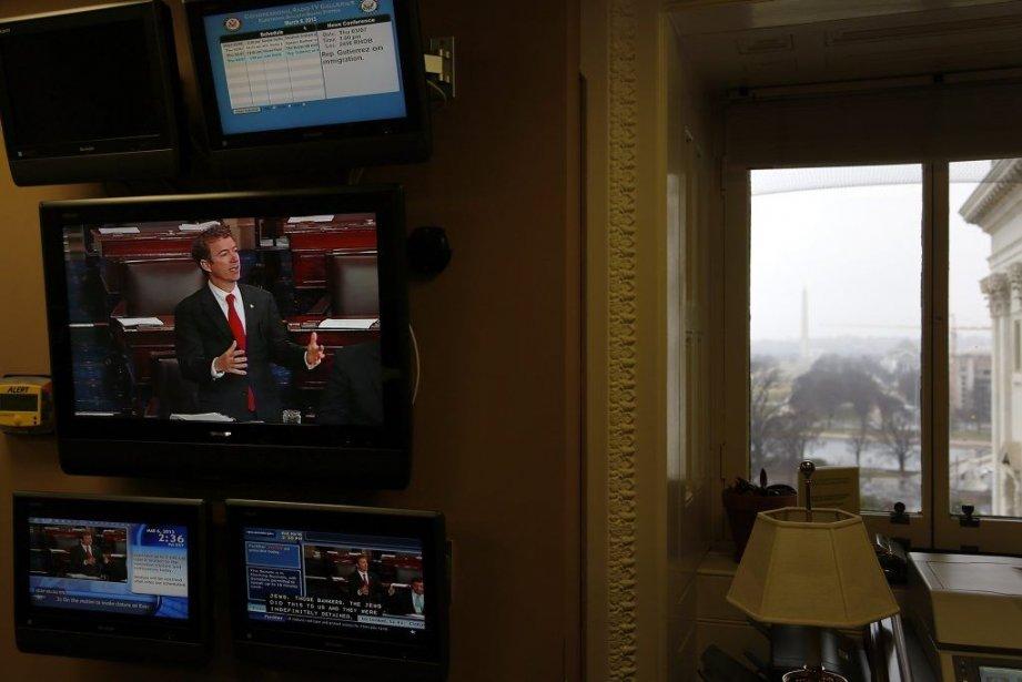 Le sénateur Rand Paul apparaît sur les écrans... (PHOTO JONATHAN ERNST, REUTERS)