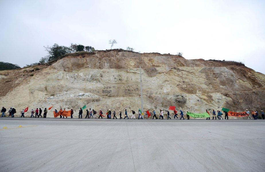 Des paysans honduriens marchent en direction de Tegucigalpa pour demander au gouvernement l'abolition de deux lois. | 7 mars 2013