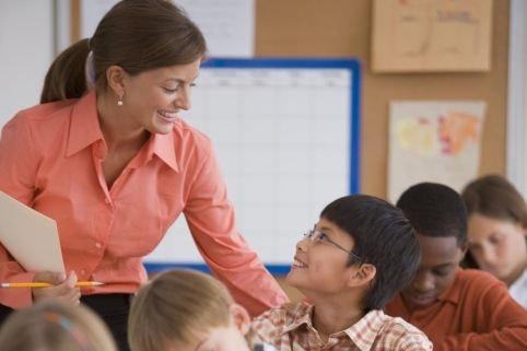 Féliciter les enfants en insistant sur leurs qualités plutôt que... (Photos.com)