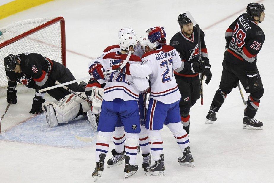 Brian Gionta, Alex Galchenyuk et Alexei Emelin célèbre un but en première période. (Photo Ellen Ozier, Reuters)