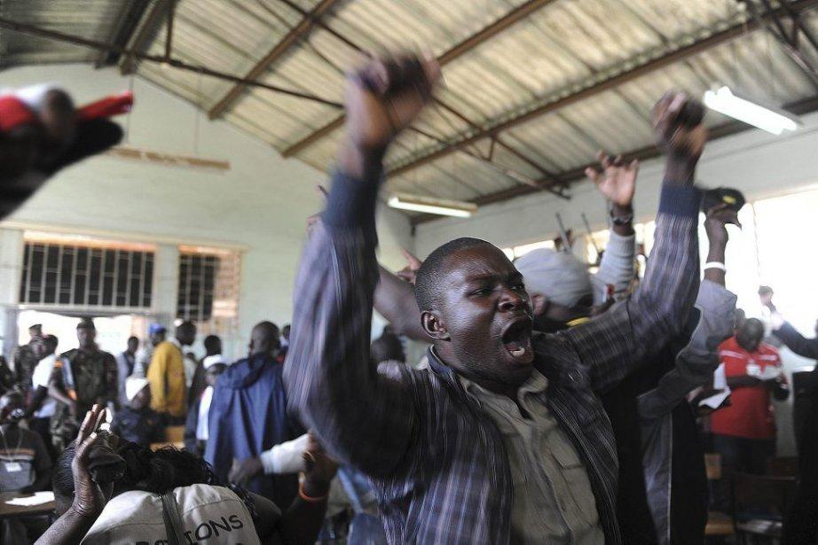 Un partisan deUhuru Kenyatta.... (Photo Simon Maina, Agence France-Presse)